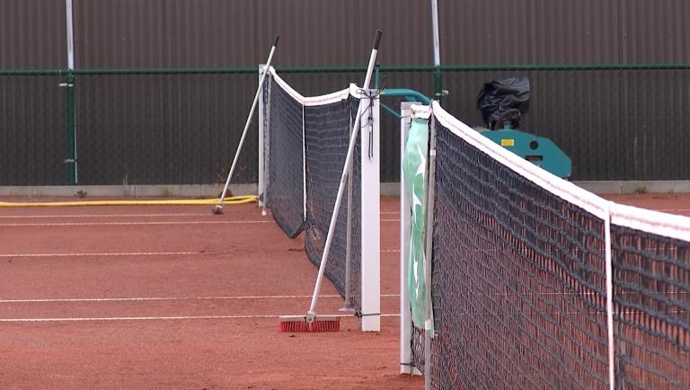 Les cours de tennis ne reprendront pas avant le 18 mai