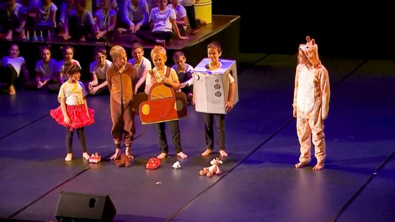 """Bertrix. Le spectacle """"A petit pas"""", créé par les élèves du Rosaire"""