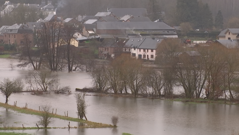Inondations : l'Ourthe se fait de plus en plus menaçante
