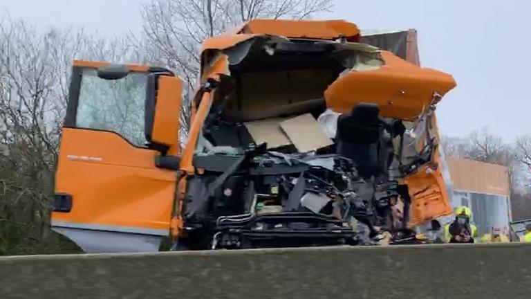 Accident mortel sur la E411. L'autoroute en partie bloquée