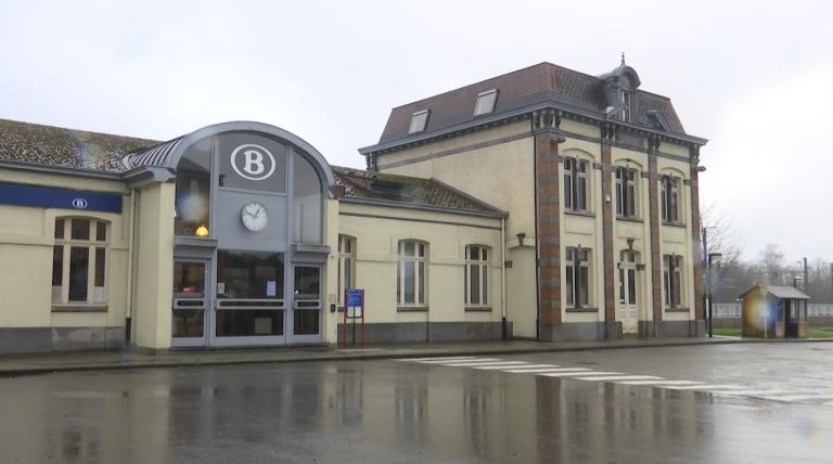 Quatre gares sans guichet en 2021. Les communes réagissent