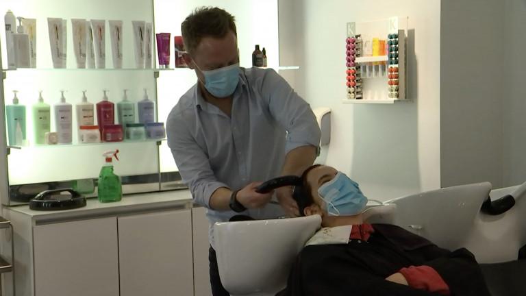 Marche: coiffeurs et clients soulagés malgré des mesures strictes