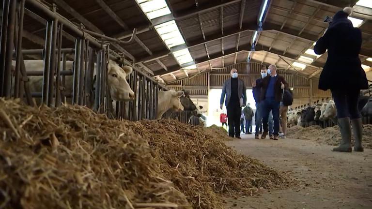 Aix-sur-Cloie: de jeunes agriculteurs interpellent le ministre