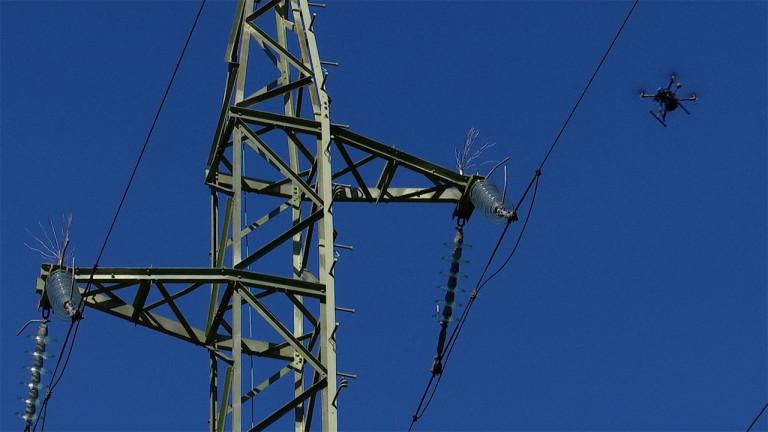 Des drones pour surveiller les pylones