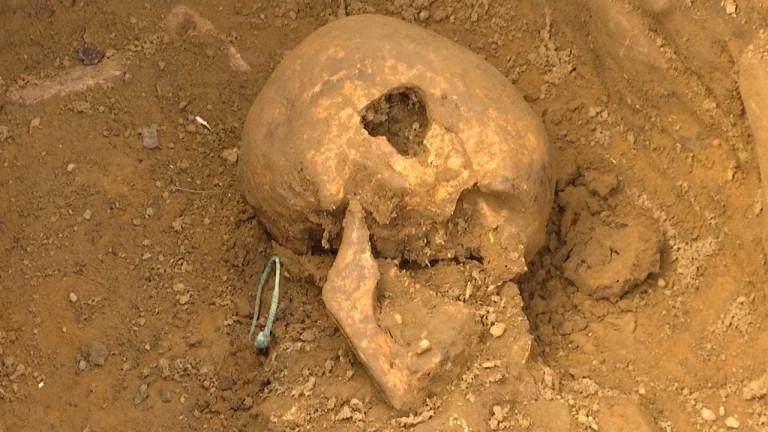 Saint-Léger : dix tombes mérovingiennes à côté des sarcophages.