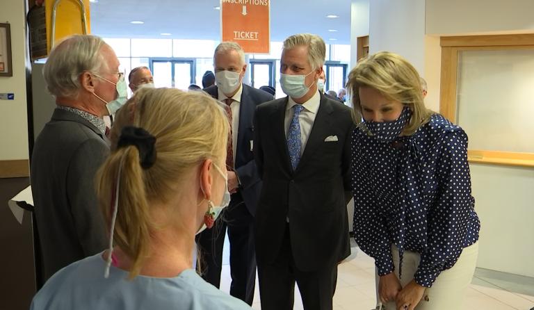 Le couple royal en visite à l'hôpital de Libramont