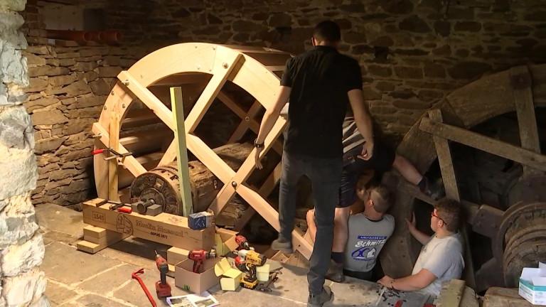 Montleban: le moulin Massard doté d'une nouvelle roue fabriquée par une menuiserie de Ourthe