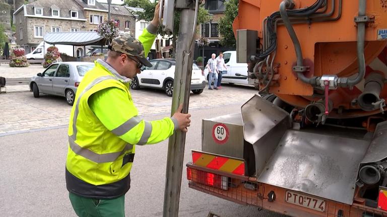 La Roche : des ouvriers de La Panne en renfort pour nettoyer