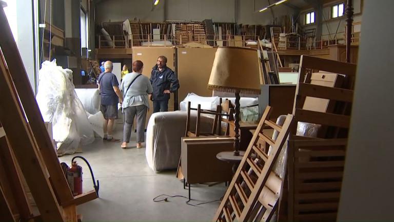 """À Barvaux, l'entreprise """"Bien chez Toit"""" donne des meubles aux sinistrés"""