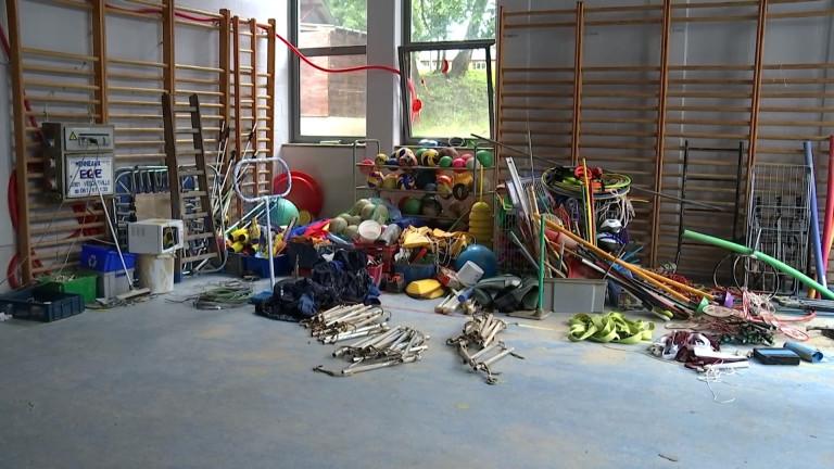 """Inondations: quatre classes et les cours de sport délocalisés pour la rentrée à l'école le """"Village des couleurs"""" de Forrières"""