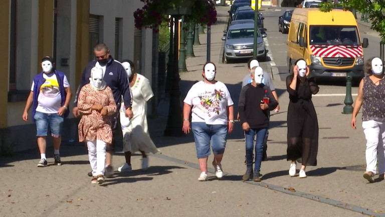 Illéttrés, ces témoins masqués se sentent invisibles aux yeux de la société