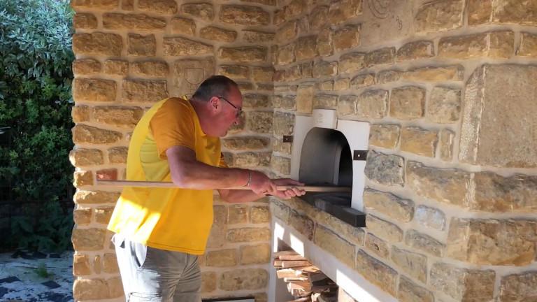 Vis mon village : les Toernichois se sont construit un four à pain