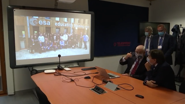 Transinne : Elio Di Rupo visite l'entreprise Telespazio